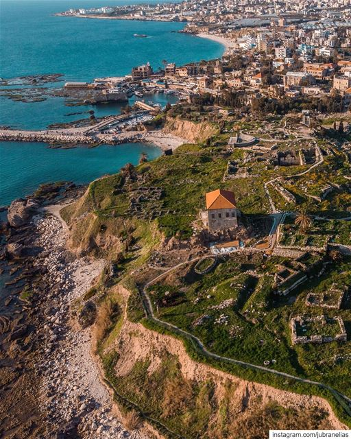 Ruins scattered all over the Lebanese coastline 🏛 (Byblos - Jbeil)