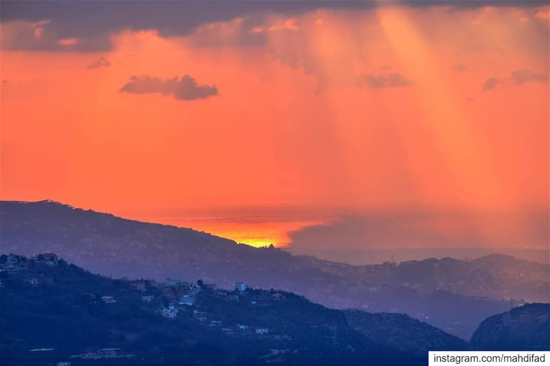 🌅🌅............. Sunset pysglb sunshine moutains clouds... (Kfardebian)