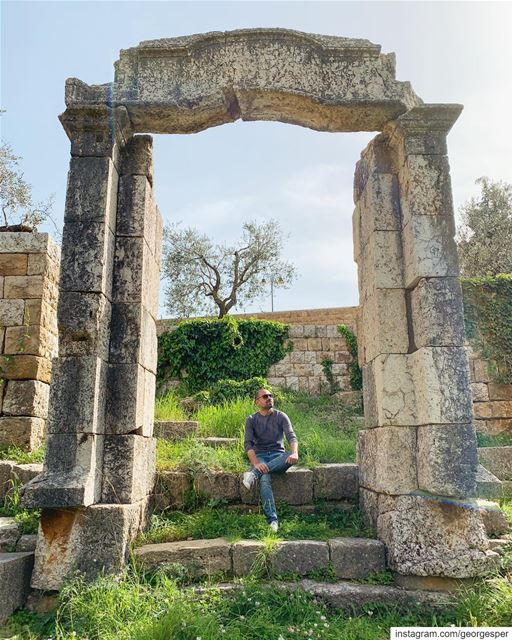 Roman Ruins in Beit-Meri Lebanon 🇱🇧 Catch you soon on my new adventure 🙋 (Mount Lebanon Governorate)
