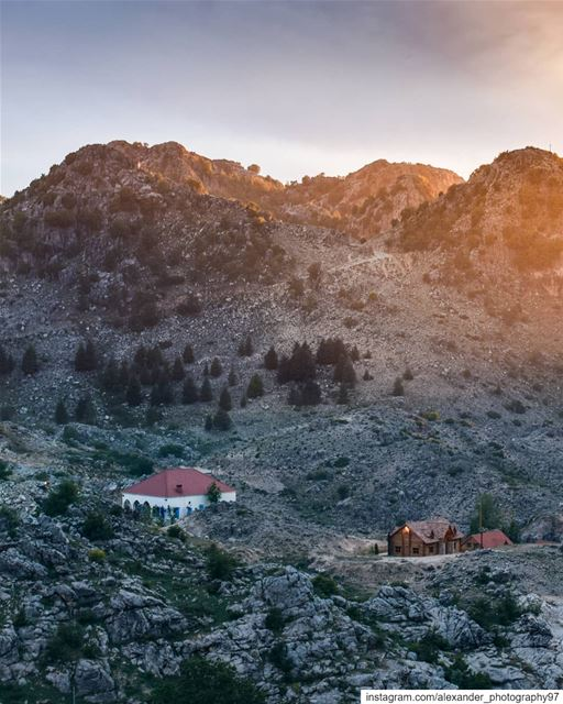 The Famous house 🏠🏔 - Golden hour at Laklouk-Ehmej heights. At about 7:20 (El Laklouk, Mont-Liban, Lebanon)