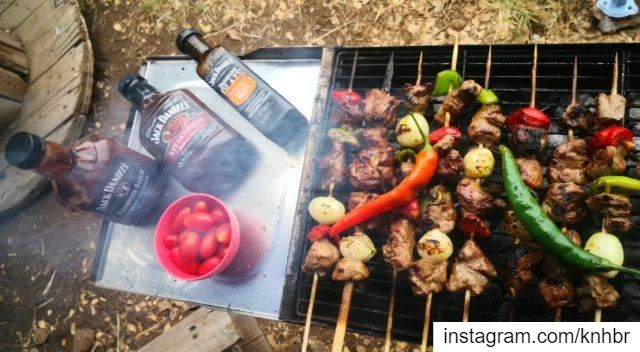 camp  drink  bbq repeat 😅 with @marc_cherfan_369 @giljadarian  @theresiao (Chahtoûl, Mont-Liban, Lebanon)