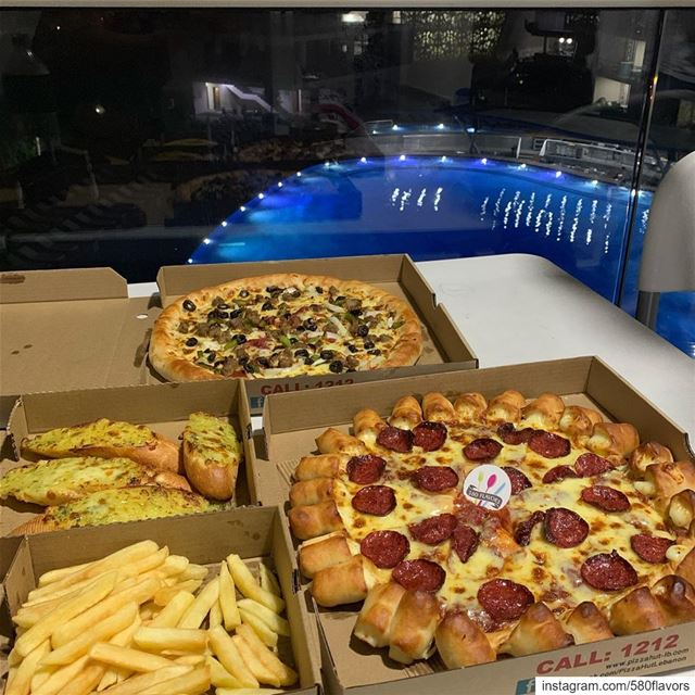 Pizza time 🍕😍 @pizzahutlebanon @pizzahut .. 580flavors  livelovefood ... (Whitelace)