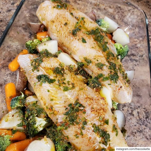 Baked fish fillets and vegetables🌸Ingredients🌸2 fish fillets6-7 mini... (Greater Montreal)