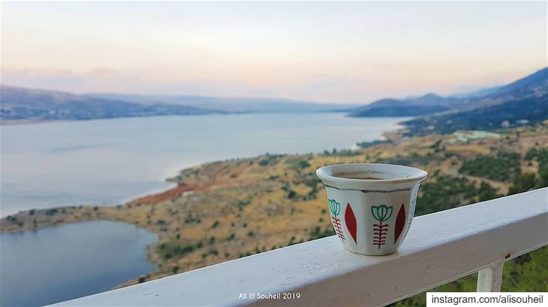 Coffee anyone ? ☕  tb  qaroun  lake  bekaa  coffee  sky  lebanon  river ... (Chalet Du Lac - Sad L Aroon)