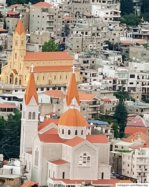 Happy Sunday dear friends.. God bless you all...... (Bcharreh, Liban-Nord, Lebanon)