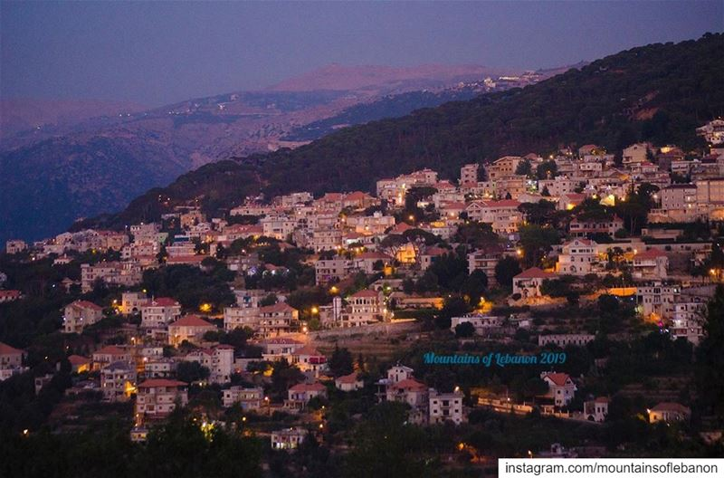 Dusk over the peacfull khonchara village in upper Metn with Mount Sannine... (El Khenchâra, Mont-Liban, Lebanon)