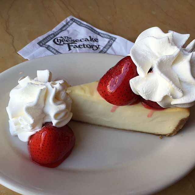 This is the real Franchise !!! I eat @cheesecakefactory @sanfrancisco it was the same taste as I eat last week @lebanon  (Cheesecake Factory)