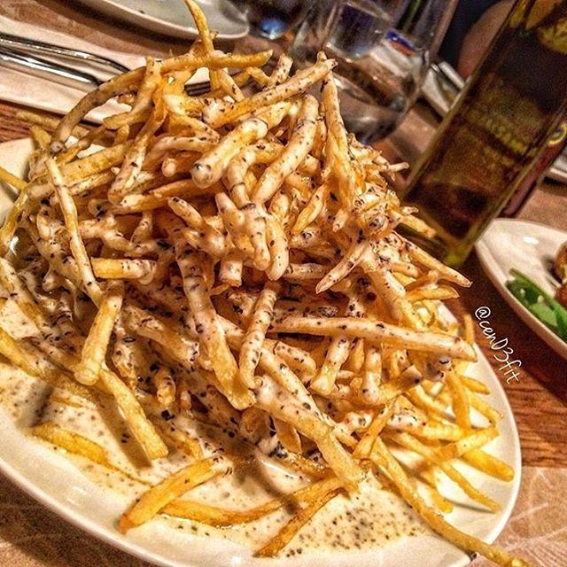 In this weather it's all about eating hot things, meaning French fries with truffle cream sauce!!!! So why hide under a heater when we can eat this and feel awesomely warm!!!!  (Popolo)