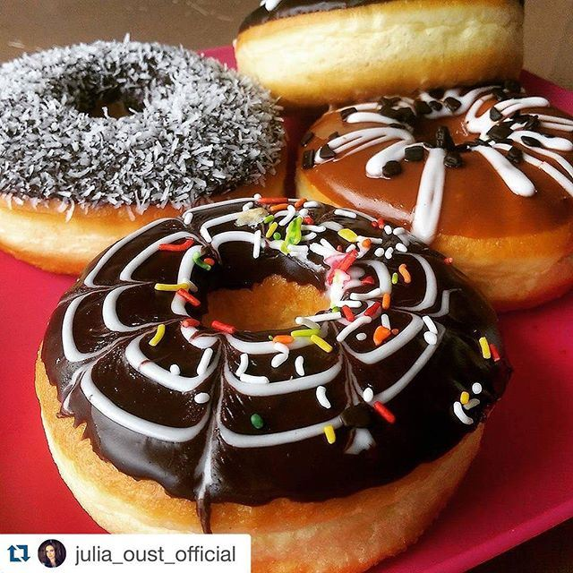 Some sweet in the afternoon well give energy and power to be ready for tonight!!! (DUNKIN DONUTS - jounieh)