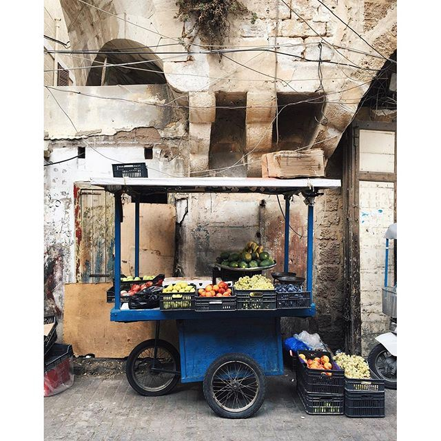Colorful streets of Tripoli 💙🍅🍌🍐 2/3 TripoliByALocal Tripoli lebanonbyalocal liveauthentic (Tripoli, Lebanon)