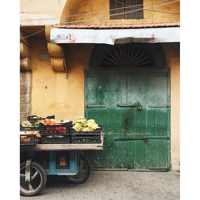 Colorful streets of Tripoli 💚💛🍅🍌 1/3 TripoliByALocal Tripoli liveauthentic lebanonbyalocal (Tripoli, Lebanon)