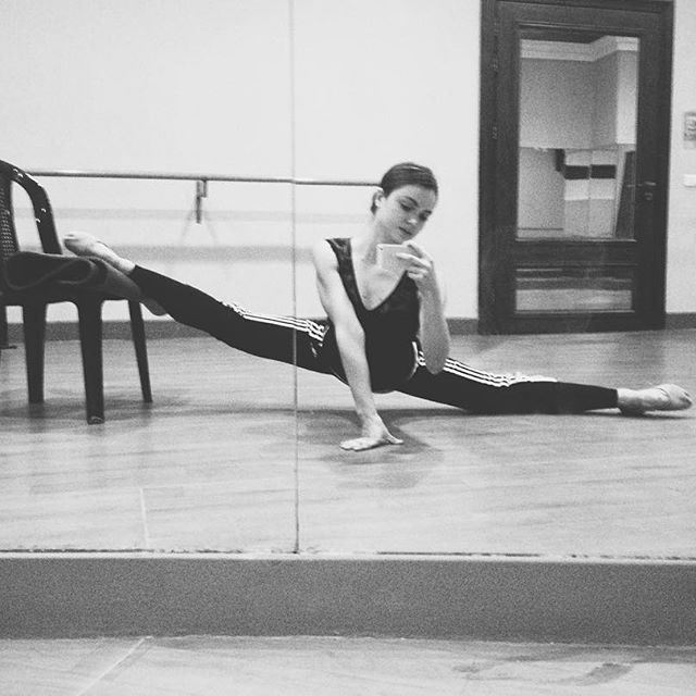 Stretching the tiredness away😌 (Caracalla Dance School)