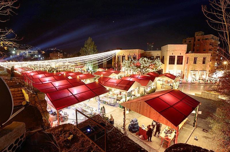 Can you feel the Christmas spirit ?! (Souk el Akel)
