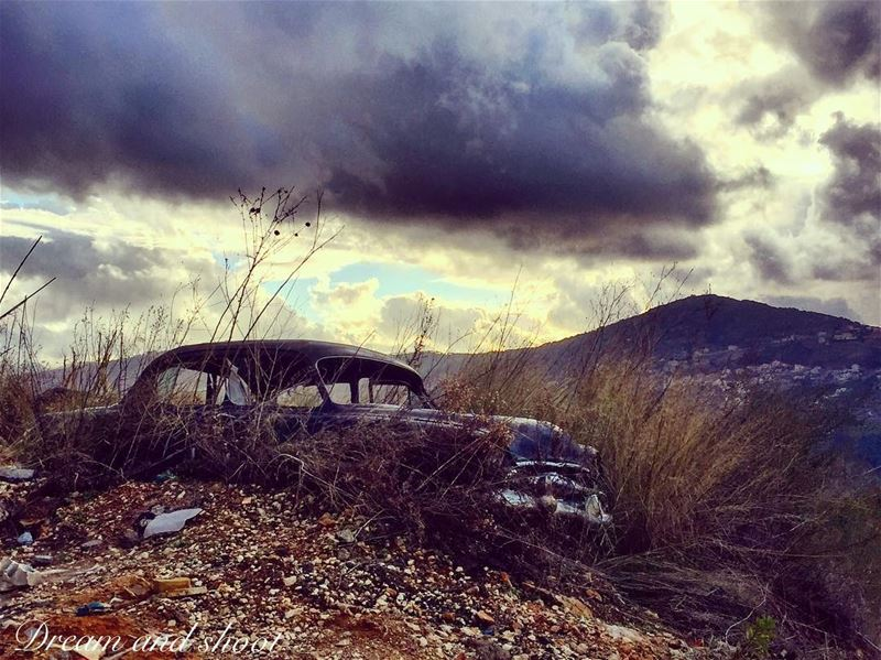 old stay gold  canon7dmarkii  instagram  20likes  40likes  cars  oldcars ... (Niha El Chouf)