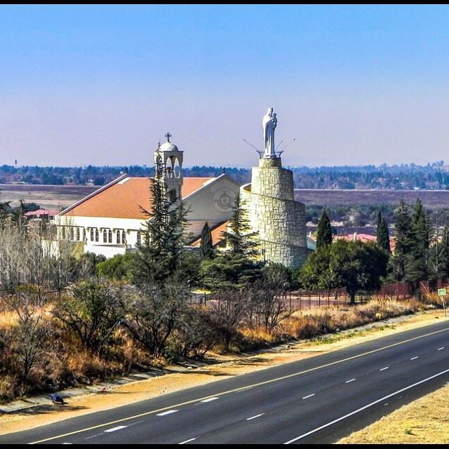 sourawshamsieh  maronitechurch  tagsforlikes  igersjozi  igersdaily ... (Our Lady Of Lebanon Maronite Catholic Church, Mulbarton)