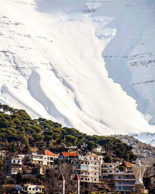 Its a  swiss  alpes sceenary, some concrete buildings highlight that we... (Baskinta, Lebanon)
