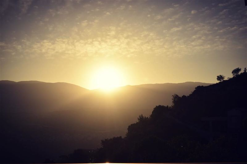 sunrise  sun  sunray  sunrays☀️  sunrays  goodmorning  houseviewing ... (Mazraat El chouf)