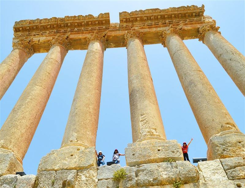 The wonder of the ancient world  ruins  pillars  temple  baalbek  tourism ...