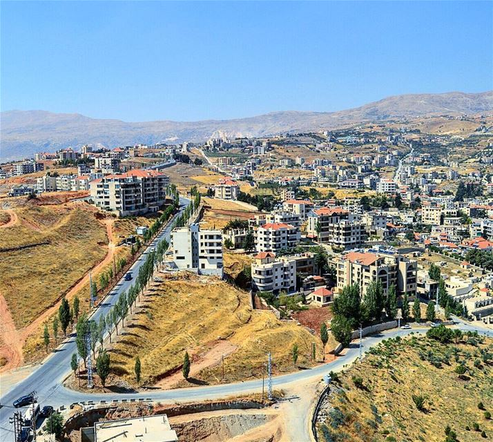 Hello zahle❤ houses  village  lebanonshots  road  mountains ... (Zahlé, Lebanon)