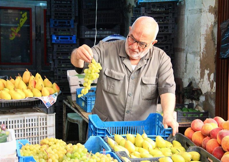 If it's not good it doesn't sell.. grapes  grape  pears  peach  vsco ... (Tripoli Old Souk)