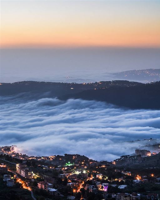 .Rolling fog clouds. Shot taken at Sawfar,Lebanon a while ago...🌳🌳🌳🌳� (Sawfar, Mont-Liban, Lebanon)