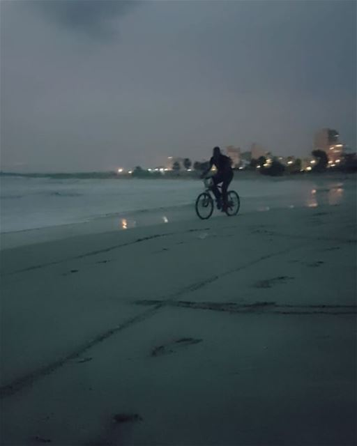 today  sunset  beach  biking  waves  funny  southlebanon  sour  fall ... (Tyre-Beach)