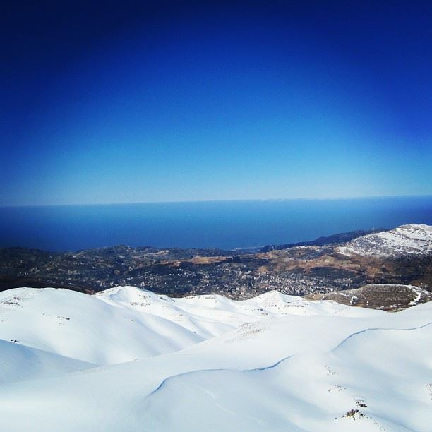 I miss winter 💚🎿 snow, land and the sea ...