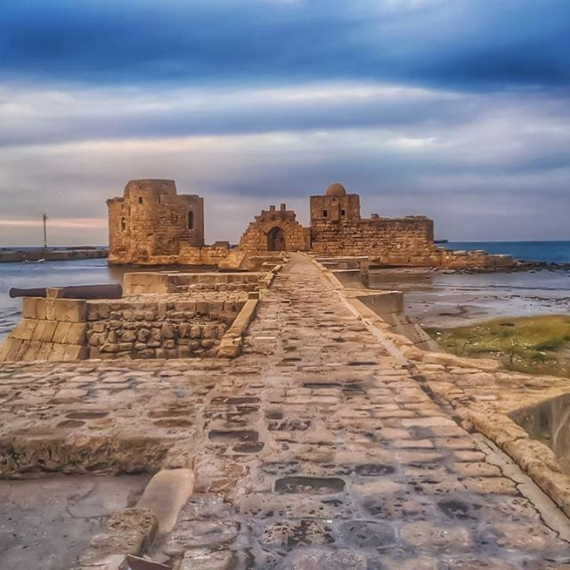 On every sunset, set you dreams free& filled with hope, let it be 🙏🌅💙... (Saida Castle)