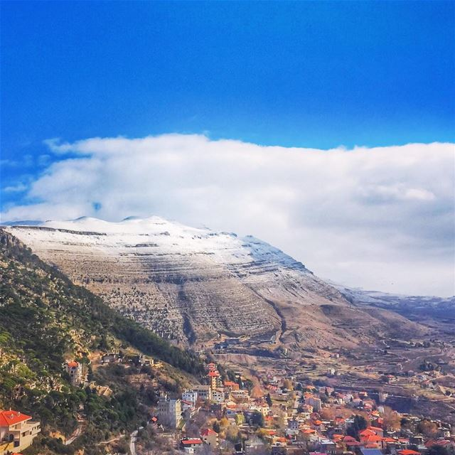 Brighten up your heart & thoughts like the beautiful white snow ❄️💙🗻... (Ehden, Lebanon)