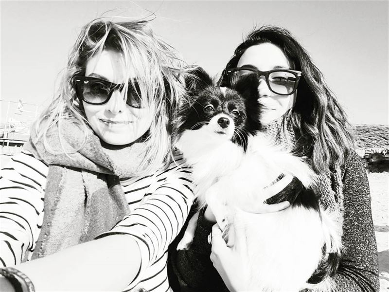 Every blonde needs a brunette best friend...and a dog 😎 winterfun ...