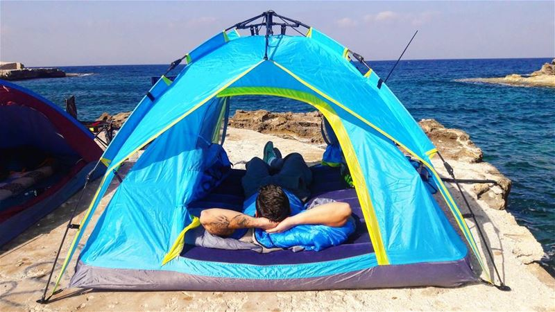 camp camping autumn beach cliff water blue rocks clearwater tent...