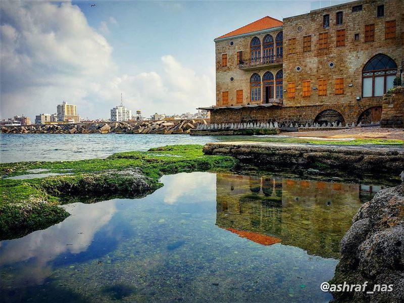 أعطني الناي وغنِّ.. وانْسَ داءً ودواءإنّما الناس سطور.. كُتبت لكن بماء... (Tyre, Lebanon)