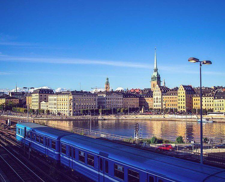Good morning people 💚.. have a nice day 🌸By: @stockholmphotographer ... (Gamla Stan Sthlm)