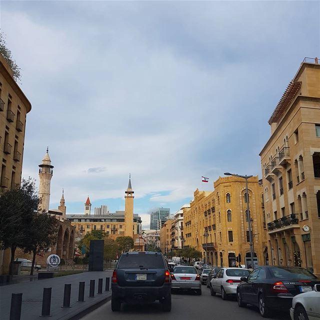 وإني احبك .. لكن ..أخاف .. أخاف التورط فيكِ .. التعلق فيك ِ .. التوحد فيكِ (Downtown Beirut)