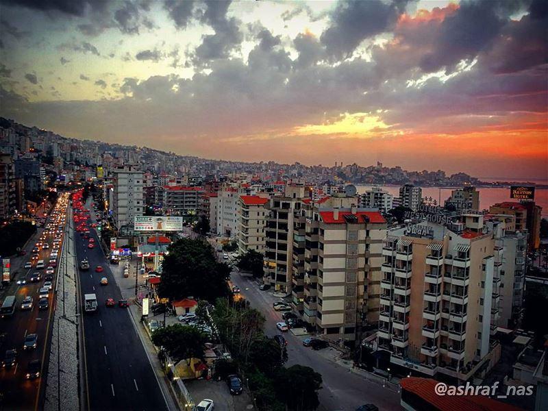يا أرض الفقرا يا وطنييا هم الشعرا يا وطني...هالحزن اللي صار ما بعمره صار... (Jounieh - Harissa)