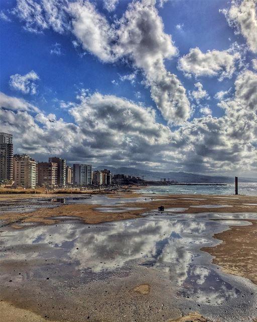 امي مسافره وحاعمل حفله بس ياريت ما تيجي على غفله 🙈🙊🙉 cityscape beirut... (Ramlet Al Bayda Public Beach)