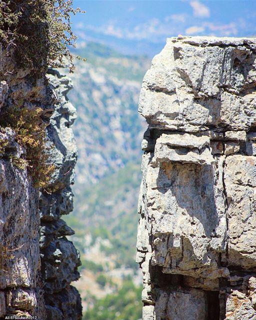 tb tannourine mountains rocks closeup northlebanon lebanon ... (Tannourine - Balou' Balaa)