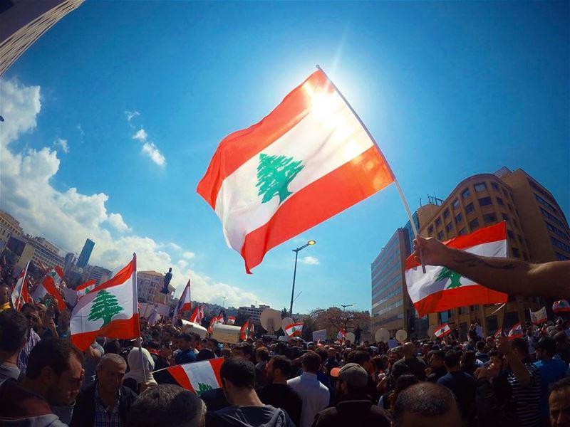 شمس الحقّ.... لبنان lebanon beirut flag sun weather cedar red ray... (Lebanon)