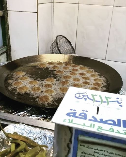 ana bede sandwich falefil mn 3nd Khalife | wanting a falafel sandwich from... (بيروت كورنيش المزعه)