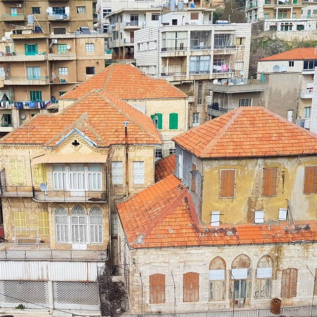 Building🏣 vs Houses🏠 livelovebeirut wearelebanon lebanon... (Zahlé, Lebanon)