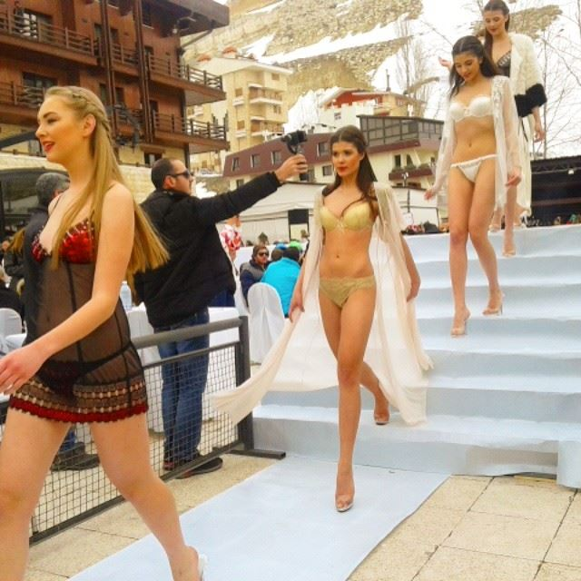 Faraya  fashionshow   lingerie  swimwear   fireonice   fireball ... (Top Of The World: FARAYA)