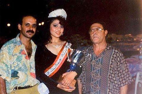 هيفا وهبي تحمل كأس ملكة جمال الجنوب ١٩٩٢ . OldBeirutlebanon ©