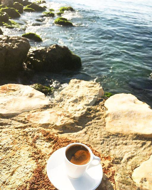 اول شي تفعله في الصباح ابحث عن فنجان قهوة يجعلك تبتسم صباح_السعاده صباح