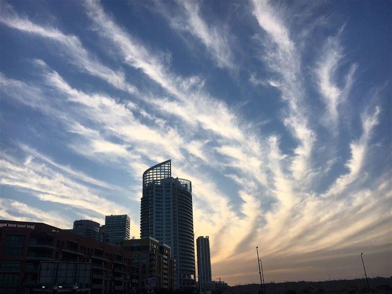 بيروت (📷 محمد بريدي) Lebanon Beirut Sky insta_lebanon skylovers ...