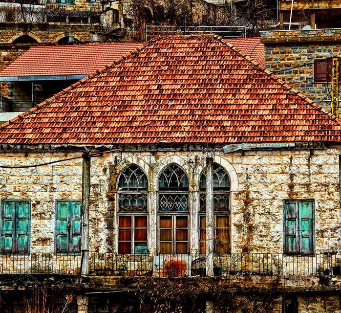 A typical Lebanese traditional house🏡