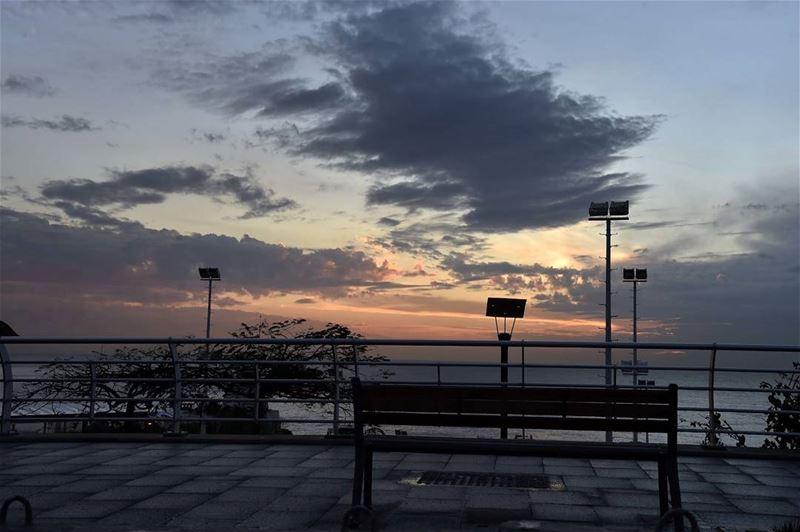 الغروب في بيروت.. متى تشرق شمسها؟ (📷 لبنان 24) Lebanon sunset ...