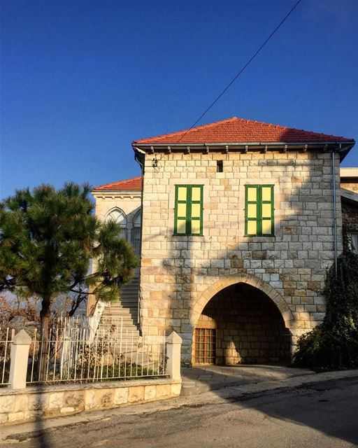 Authentic houses 🏠 a7labaladbil3alam photo love photograph ... (Douma, Liban-Nord, Lebanon)