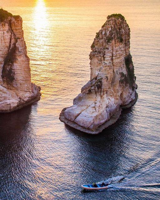 Litoral de Beirute e o pôr do sol mais lindo do mundo 🇱🇧 Beirut's... (Beirut, Lebanon)