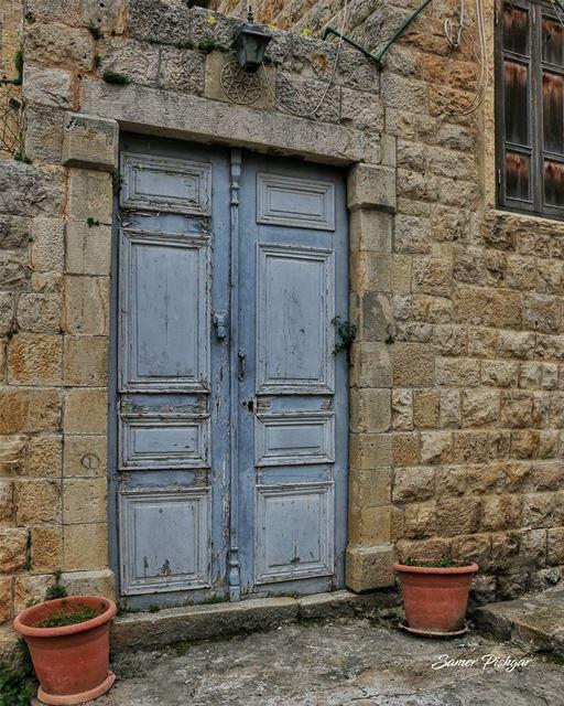 A story in itself... .Deir LQamar... Lebanese Lebanon door old ...