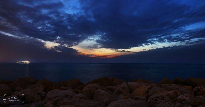 Unusual horizon ☀🌊 livelovedbayeh ... (Waterfront City)
